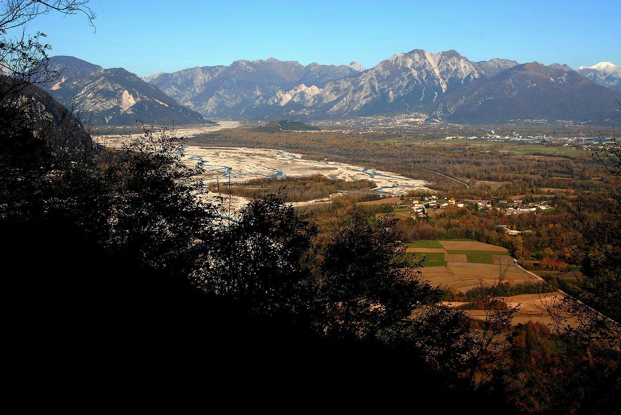 Gemona Vista sul Tagliamento Sorgente foto Free Wikimedia Commons