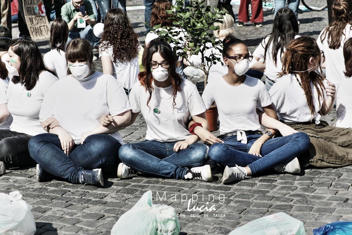 Viaggio nell'Italia del Virus con le mascherine Pht Emanuela Gizzi Mapping Lucia